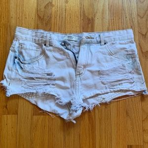 LIGHT-WASHED F21 DENIM HIGH-WAISTED SHORTS